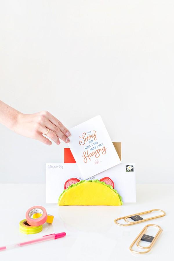 DIY-Taco-Letter-Holder-600x900