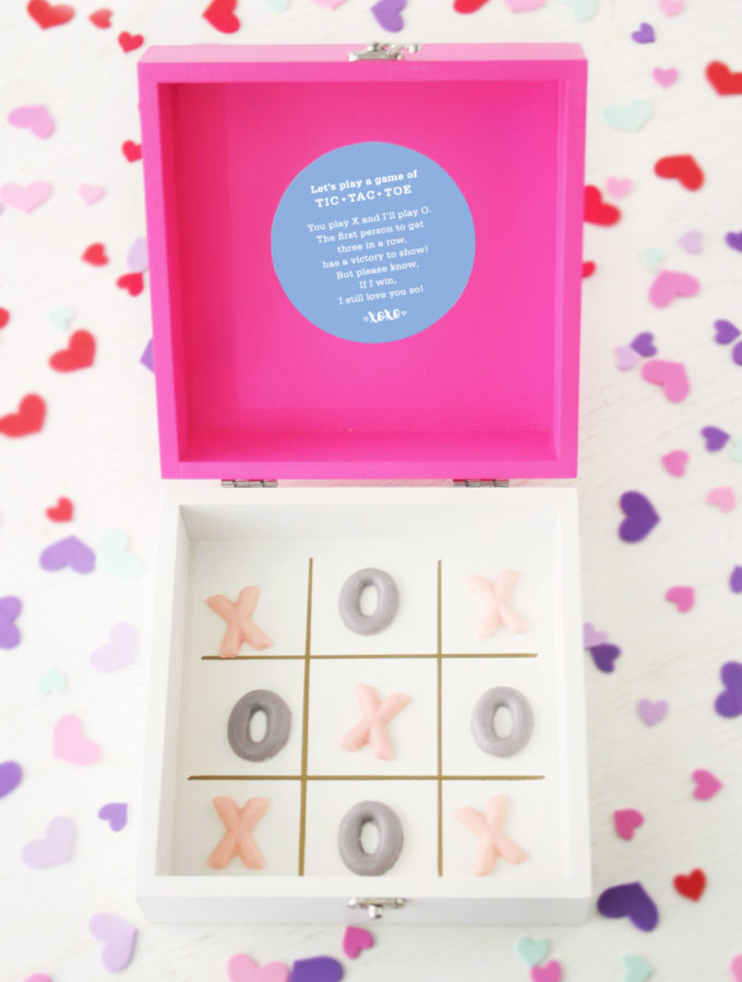 Valentine's Day: DIY Chocolate Tic-Tac-Toe Gift Box + Printable Label