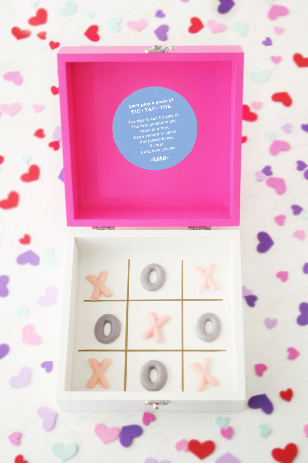 Valentine's Day: DIY Chocolate Tic-Tac-Toe Gift Box + Printable Label | Club Crafted