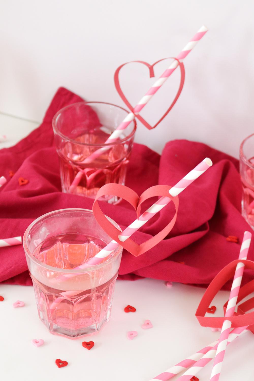 Valentine's Day: DIY Heart Straws | Club Crafted