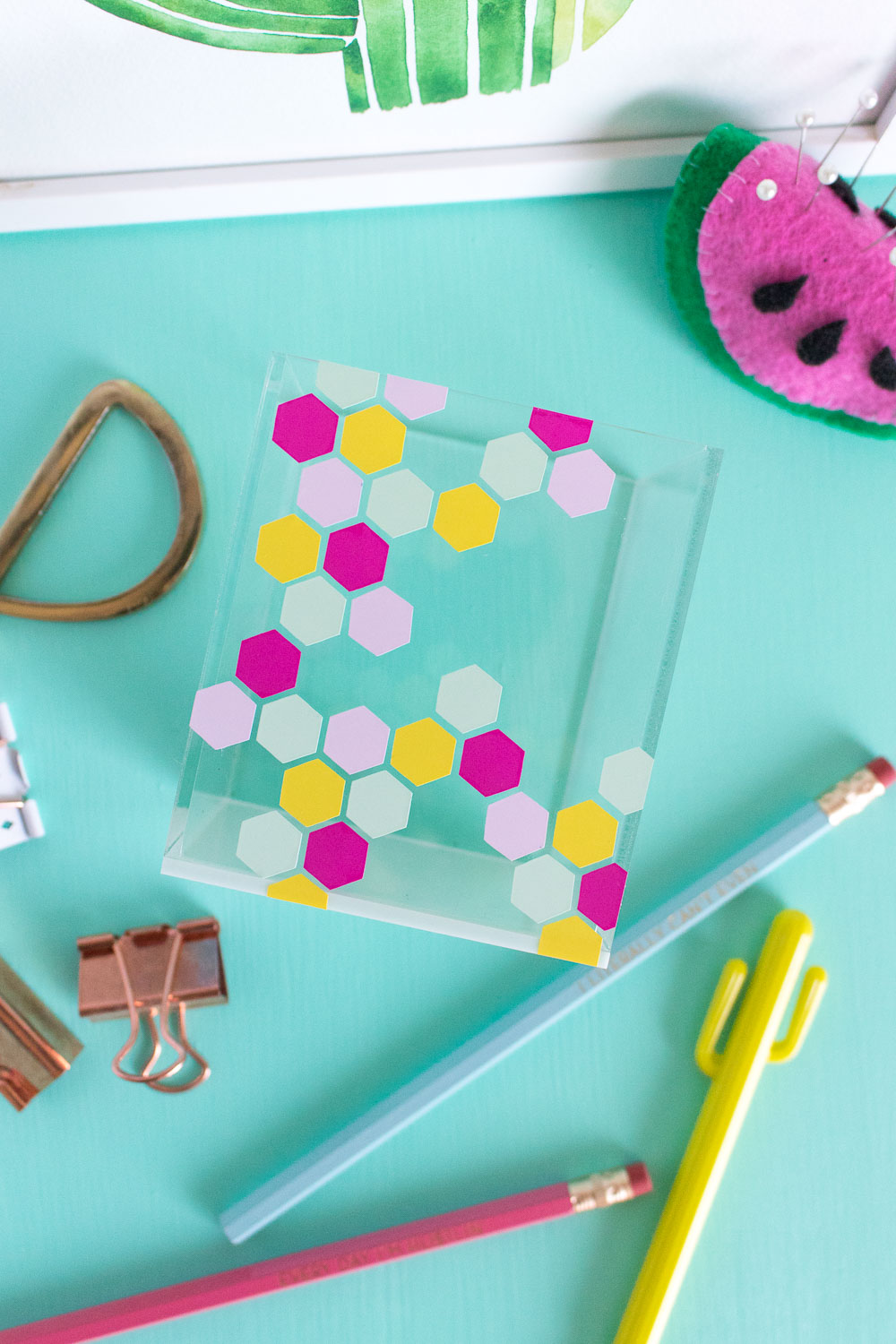 DIY Honeycomb Acrylic Organizer for your Desktop | Club Crafted