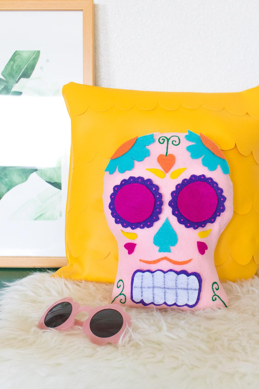 DIY Dia de los Muertos Sugar Skull Pillow | Club Crafted